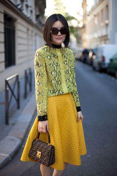 Two Shades of Yellow - Paris Fashion Week Street Style Spring 2013 Street Style Trends, Spring Street Style, Street Style Looks, Street Chic, Street Style Women, Street Snap, Paris Fashion, Spring Fashion, Street Fashion