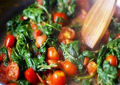 Le Bietole alla romana vengono realizzate pulendo, tagliando e lessando la verdura, aggiungendola al soffritto di aglio, acciughe e pomodori. Cuocere...