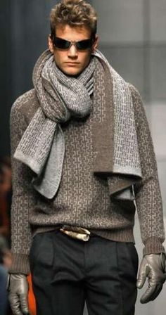 Belt and scarf really make this outfit. -well, that's a new way of tying a scarf for men lol Sharp Dressed Man, Well Dressed Men, Fashion Moda, Mens Fashion, Mode Man, Winter Stil, New Fashion Trends, Stylish Men, Men Sweater