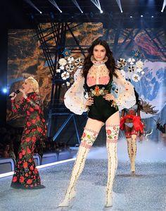Victoria Fashion, Victoria Secret Fashion Show, Victoria Secret Lingerie, Victoria Secret Angels, Couture Fashion, Runway Fashion, Kpop Outfits, Fashion Outfits, Fashion Walk