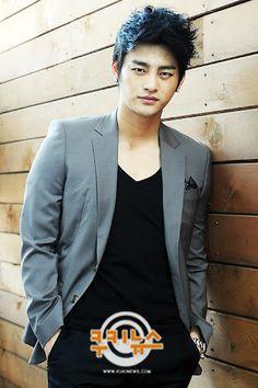 서인국 (Seo In Guk) Asian Actors, Korean Actors, Gorgeous Men, Beautiful People, Corner Closet, Handsome Asian Men, Seo In Guk, Jellyfish Entertainment, Brand New Day