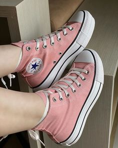 Source by converses grises Converse Outfits, Sneaker Outfits, Converse All Star, Mode Converse, Converse Sneaker, Sneakers Mode, Converse Shoes, Sneakers Fashion, Fashion Shoes