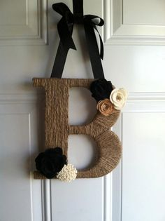 Initial Door Hanger by hannahwbowen on Etsy, interior design Diy Arts And Crafts, Diy Craft Projects, Home Crafts, Diy Home Decor, Nifty Crafts, Craft Ideas, Decor Crafts, Project Ideas, Initial Door Hanger