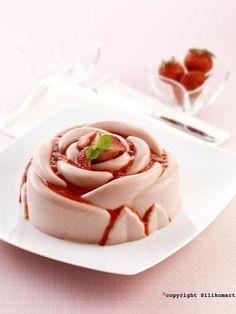 Bavarese allo yogurt e fragole di Montersino - Bavarian yogurt and strawberries Montersino