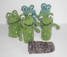 Ravelry: Frog Finger Puppet pattern by Hennie Glove Puppets, Felt Puppets, Felt Finger Puppets, Hand Puppets, Frog Crafts, Doll Crafts, Yarn Crafts, Easy Crochet Patterns, Knitting Patterns