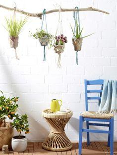 Bei dieser Balkon-Deko kommt sofort Urlaubsfeeling auf:  Arranggieren Sie Ihre Balkonpflanzen doch mal anders, wir helfen Ihnen dabei.