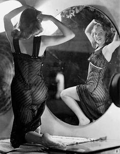 Marilyn Monroe photographed by Earl Moran, 1948