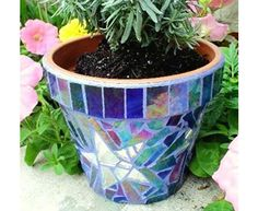 mosaic patterns for flower pots | Cute Flower Vases for Outdoor Spaces