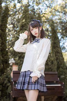 School Girl Dress, School Girl Japan, Japan Girl, Cute School Uniforms, School Uniform Girls, Petty Girl, Cute Kawaii Girl, Cute Poses, Girl Short Hair