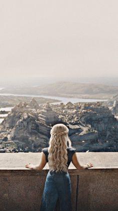 41 trendy games of thrones wallpaper iphone daenerys targaryen Game Of Thrones Khaleesi, Arte Game Of Thrones, Game Of Thrones Poster, Game Of Thrones Facts, Game Of Throne Daenerys, Game Of Trone, Iron Throne, Winter Is Here, Mother Of Dragons