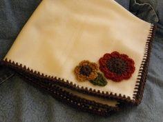 SHARP HOOK - Fleece blanket with crochet border and appliques. Learn To Crochet, Easy Crochet, Crochet Hooks, Free Crochet, Knit Crochet, Crochet Gifts, Crochet Edgings, Crochet Borders, Crochet Patterns