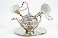 Nationalmuseum has added an exciting piece by Czech ceramicist Ivan Jelinek to its collection of contemporary applied art. The new acquisition is a large...