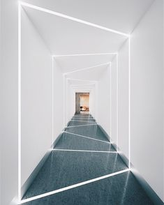 Modern Home Corridor Design That Inspire You 35 im flur Ceiling Light Design, False Ceiling Design, Modern Ceiling, Futuristic Interior, Futuristic Furniture, Interior Design Inspiration, Home Interior Design, Interior Decorating, Linear Lighting