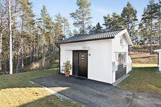 Minihus till salu – compact living-dröm på 22 kvadrat - My home Cute Little Houses, Compact Living, Stockholm, Bungalow, Tiny House, Shed, Loft, Outdoor Structures, Outdoor Decor