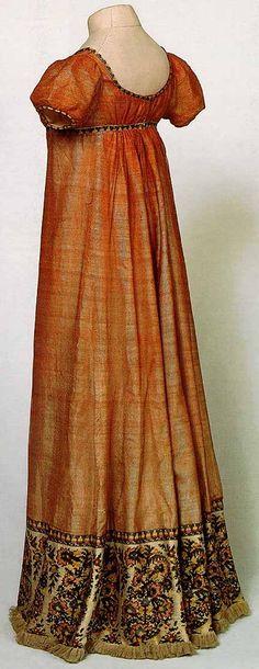 Dress with a paisley border, ca. 1810, Musée Historique de Tissu de Lyon.