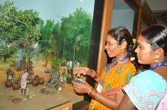 छत्तीसगढ़ विज्ञान केंद्र में विविध प्रयोगों को जानने-समझने के लिए कोंडागांव जिले के पंचायत प्रतिनिधि पहुंचे। जहां देश-विदेश के अविष्कारों की प्रदर्शनी का अवलोकन किया। मापन की प्रक्रिया के बारे में जाना, पशु-पक्षियों की मधुर बोली फोन के रिसीवर पर सुनी, छत्तीसगढ़ के संसाधनों को देखकर उन्हें पता लगा कि हमारा प्रदेश कितना समृध्दशाली है। विज्ञान केंद्र का भ्रमण कर प्रतिनिधि बेहद हर्षित हुए।