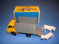 Resultados de la Búsqueda de imágenes de Google de http://www.vintagetoysillustrated.com/vintagetoy/forsale/december/2007/MATCHBOX_COLLECTION_37.JPG