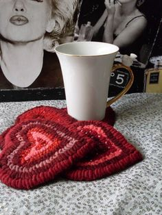 HOoKed HeArT MuG RuGs PrMitiVe FoLkArt Hooked Rugs by Rue23Paris, $59.00