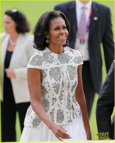 Duchess Kate & Michelle Obama: Heads of State Reception!: Photo Michelle Obama and Duchess Kate attend a reception at Buckingham Palace for Heads of State and Government attending the Olympics Opening Ceremony on Friday (July… Michelle Obama Fashion, Barack And Michelle, American First Ladies, American Pride, American History, Divas, Afro, Barack Obama Family, Obamas Family
