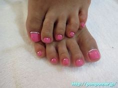 Pink toe nails by pomponner