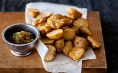 Fries: choose from 6 kinds of potatoes, 6 types of cuts, and 10 different dips.