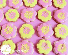 Pink and yellow decorated cookies - perfect for summer! | Rosa und gelben Dekorierten Cookies - perfekt für Sommer!
