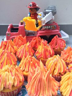 Feuer Cupcakes, Fireman Cake