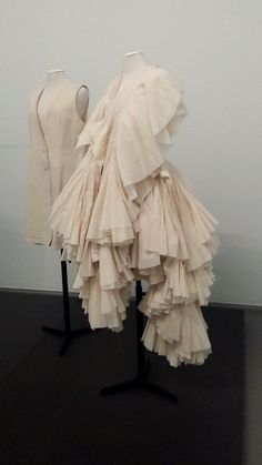 Boijmans - Rei Kawakubo, Ensemble, 1997 Tyler Kent White, Rei Kawakubo, High Fashion, Womens Fashion, Comme Des Garcons, Sculptural Fashion, Fabric Manipulation, Couture, Deconstruction