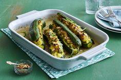 Unser beliebtes Rezept für Gefüllte Zucchini mit Kartoffel-Knoblauch-Püree und mehr als 55.000 weitere kostenlose Rezepte auf LECKER.de.