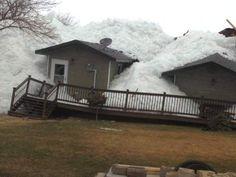 'ice tsunami' crashes into Minnesota townhomes