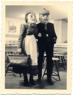 Vintage photo of an odd couple. Let's assume it was Halloween. Creepy Pictures, Old Pictures, Old Photos, Vintage Halloween Photos, Halloween Pictures, Creepy Halloween, Halloween Costumes, Funny Costumes, Creepy Costumes