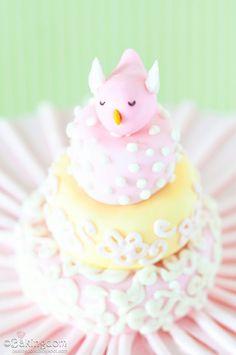 Bird birthday cake- even mini cakes- soooo cute! Pretty Cakes, Cute Cakes, Beautiful Cakes, Amazing Cakes, Yummy Cakes, Bird Cakes, Happy 1st Birthdays, Fancy Cakes, Love Cake