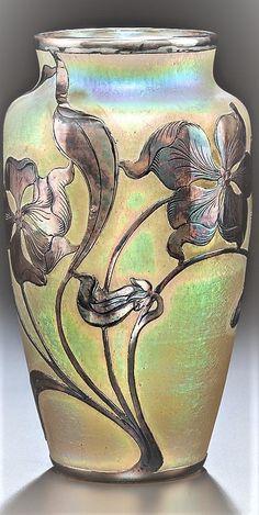 New Art Nouveau Vase Artists Ideas Plywood Furniture, Art Deco Furniture, Art Nouveau Architecture, Art And Architecture, Art Deco Table, Painted Glass Vases, Jugendstil Design, Art Nouveau Jewelry, Arts And Crafts Movement