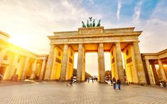 Interactive map of Berlin with all popular attractions - Brandenburg Gate, Reichstag, Alexanderplatz and more. Take a look at our detailed itineraries, guides and maps to help you plan your trip to Berlin. Hotel Berlin, Berlin City, Berlin Wall, London City, Best Hotel Deals, Best Hotels, Cheap Places To Travel, Places To Go, Berlin
