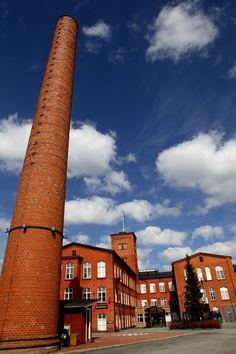 Kehräämö, Forssa. Piippuaukio. Alun perin piippu oli 50 metriä korkea, mutta sitä on lyhennetty kaksi kertaa. Nykyisin piippu on 36 metriä korkea.