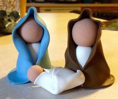 Deze minimalistische Nativity ligt perfect toe te voegen aan uw kerstversiering!  Maria en Jozef zijn ongeveer 2 in hoog en kindje Jezus is ongeveer 1 in lange. Ze zijn gemaakt uit polymeerklei en zijn niet glazuur bekleed.
