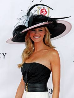 Sports reporter Erin Andrews arrives at Churchill Downs at the 137th running of the Kentucky Derby