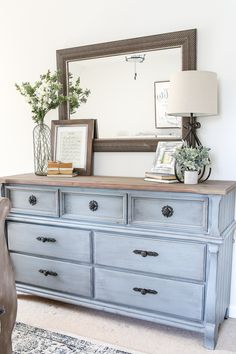 Blue Cottage Style Guest Bedroom Makeover - A dark and dated guest bedroom gets a cottage style makeover with serene shades of blue using Craigslist furniture and budget-friendly finds Decoration Bedroom, Diy Home Decor, Blue Home Decor, Bedroom Dressers, Bedroom Dresser Styling, Bedroom Dresser Decorating, Bedroom Dresser With Mirror, Home And Deco, Home Bedroom