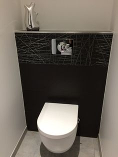 [Décoration][WC][Gers (32)] Pour jouer le jeu :) les wc du rdc Small Downstairs Toilet, Small Toilet, Wc Design, Interior Design, Toilette Design, Plafond Design, Wall Hung Toilet, Modern Bathroom Design, Washroom