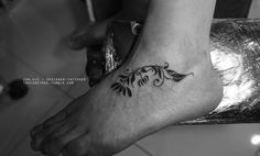 Simple floral customized tattoo for a teacher.http://instagram.com/conlllhttp://www.facebook.com/conetree
