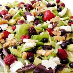 red fruit salad and goat cheese - Comida - Ensaladas Fruit Salad, Cobb Salad, Red Fruit, Summer Salads, Goat Cheese, Goats, Healthy Recipes, Healthy Food, Appetizers