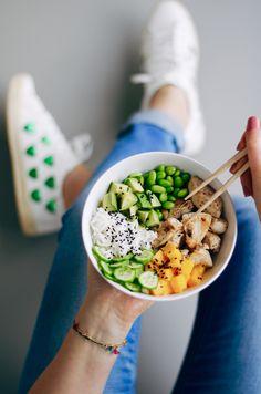 Poké bowl met kip & mango Health Dinner, Food Photography Tips, Food Bowl, Good Healthy Recipes, Food Inspiration, Bowls, Food And Drink, Healthy Eating, Panna Cotta