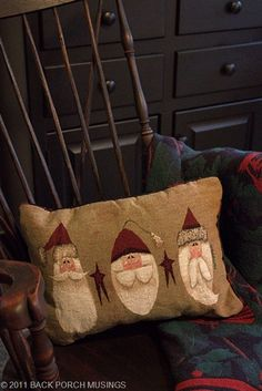 Santa pillow....bet I could hand paint something like this on a burlap pillow. It is super cute
