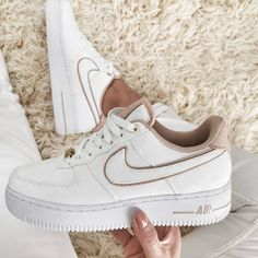Cop or drop , Comment your thoughts ! Dr Shoes, Swag Shoes, Cute Nike Shoes, Cute Nikes, Hype Shoes, Cheap Shoes, Beige Nike Shoes, Nike Custom Shoes, All White Nike Shoes