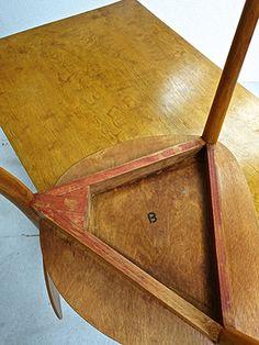 Bill Max 1949 three-legged chairs version of Ulm stamped M / B of Max Bill (col. Max Bill, Design Furniture, Vintage Furniture, Vintage Design, Contemporary Design, Objects, Chairs, Gallery, Modern