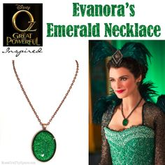 Oz the Great and Powerful inspired: Evanora's emerald necklace tutorial. The necklace makes such a statement, and it only takes 5 minutes to make! Using modge podge dimensional and glitter! Disney Diy, Disney Crafts, Do It Yourself Jewelry, Ruby Slippers, Emerald Necklace, Necklace Tutorial, Jewelry Crafts, Resin Crafts, Jewelry Ideas