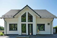 Platzreich aber gleichzeitig kompakt ist das massive, individuell gebaute Haus Paulik, dass zusätzlich energieeffizient ist durch die Wärmepumpe und der kontrollierten Lüftung mit Wärmerückgewinnung. Jetzt stöbern!