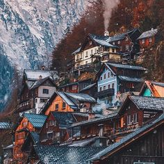 Snow flurries in Hallstatt, Austria ❄️ Photo by: @jamesrelfdyer Tag @vacations to be featured ✈️
