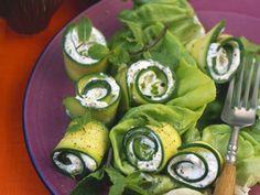 Zucchiniröllchen mit Frischkäsefüllung ist ein Rezept mit frischen Zutaten aus der Kategorie Blütengemüse. Probieren Sie dieses und weitere Rezepte von EAT SMARTER!