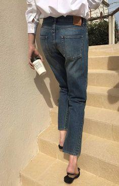 ideas fashion casual minimalist jeans for 2019 Denim Fashion, Look Fashion, Fashion Outfits, Womens Fashion, Fashion Design, Street Style, Parisian Style, Minimal Fashion, Sandro